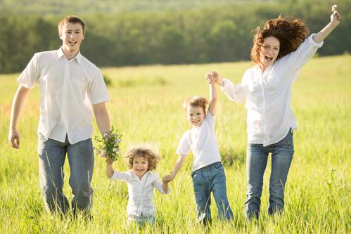 Štastná Rodina S Půjčkou - Ilustrační Foto